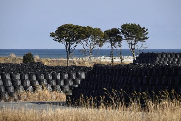 Tausende Plastiksäcke, voll mit radioaktiver Erde