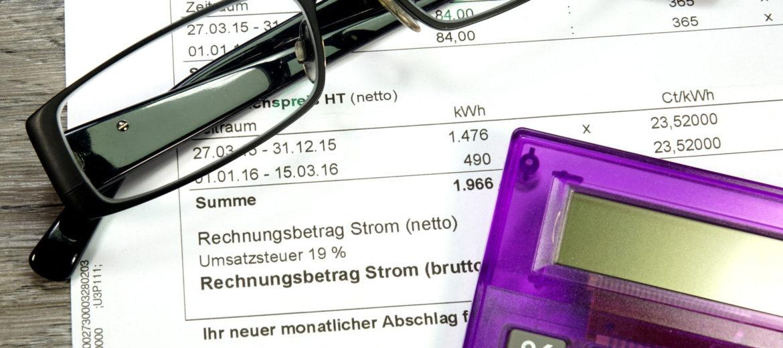 Eine Stromrechnung - Sinnbild Sonderkuendigung