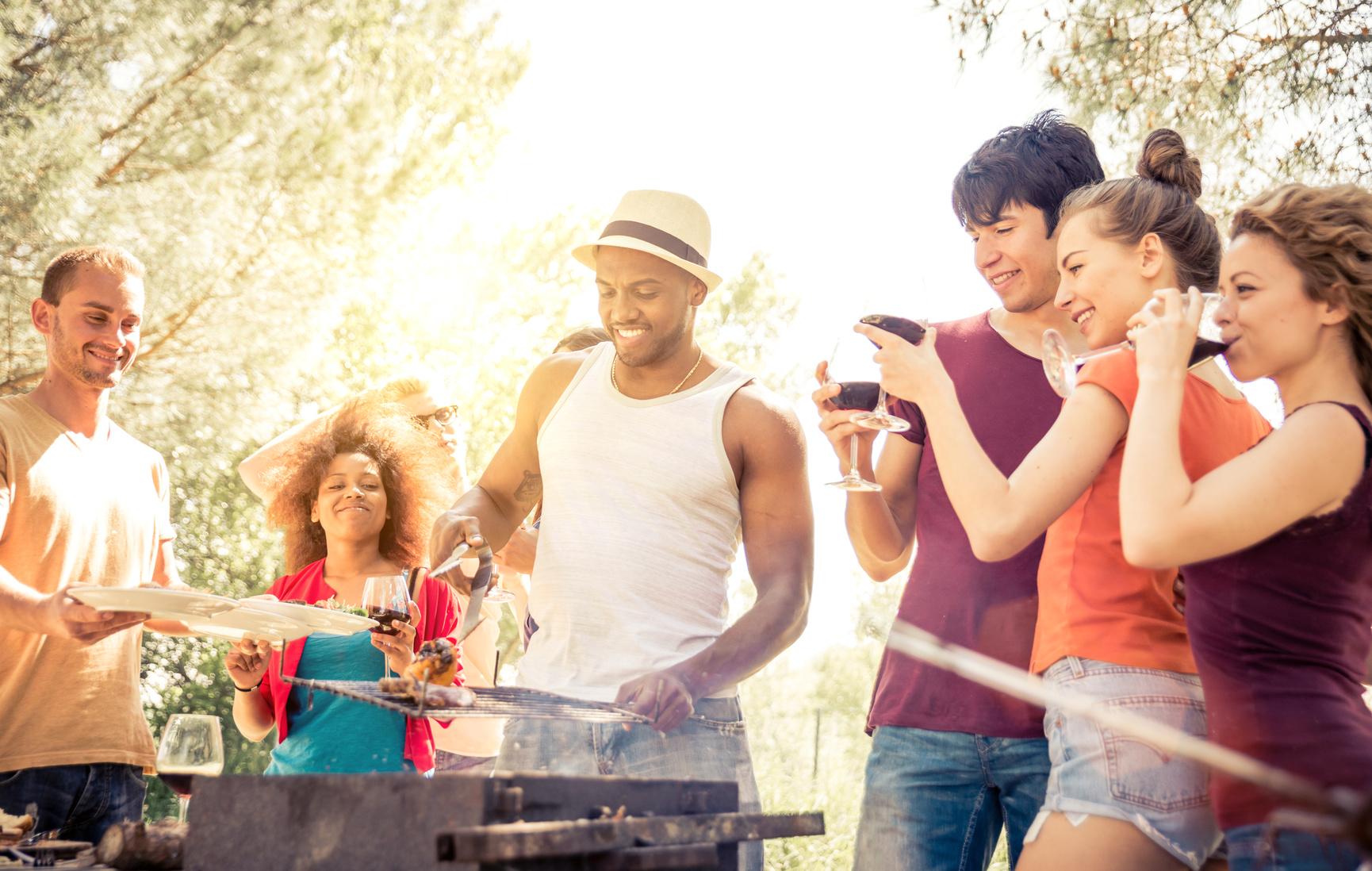 Tipp 6: Im Sommer können Herd und Ofen ruhig mal ausbleiben - leichte Gerichte und die gute, alte Holzkohle warten auf Sie