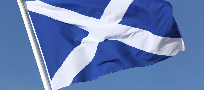 schottische Flagge im Wind