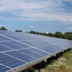 Solaranlage bei blauem Himmel